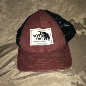 North Face hat OS 💕